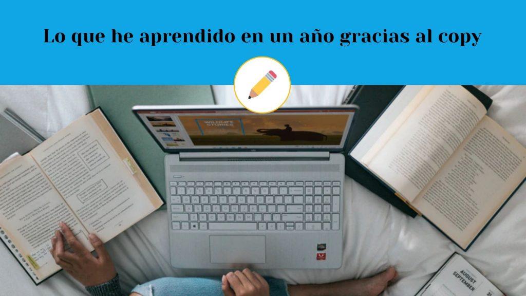 Persona aprendiendo con ordenador y libros